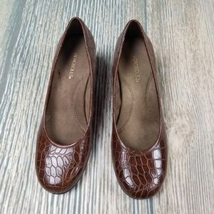 AEROSOLES Shoes - New AEROSOLES crococile embossed heels